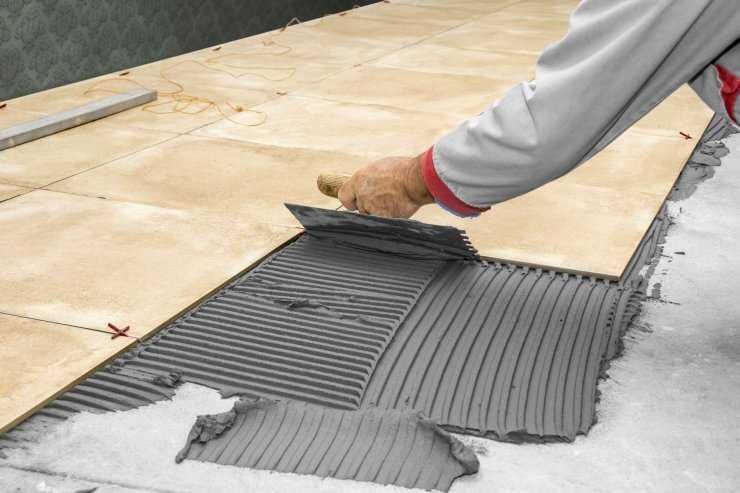 Как положить кафель на пол и стены: пошаговая инструкция