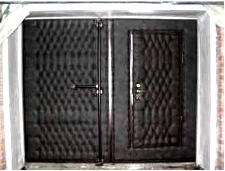 Как утеплить ворота в гараже своими руками изнутри — пенопластом, пеноплексом и другими материалами