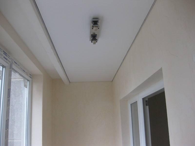 Потолки на балконе (37 фото): как сделать и из чего натяжные и реечные, из панелей пвх и гипсокартона, какой из них лучше, гидроизоляция