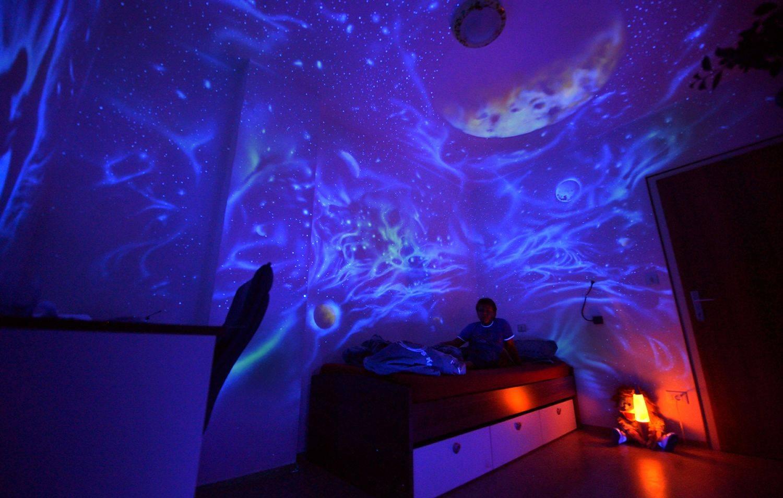 Натяжной потолок «звездное небо»: потолочные покрытия в виде черного ночного неба со звездами