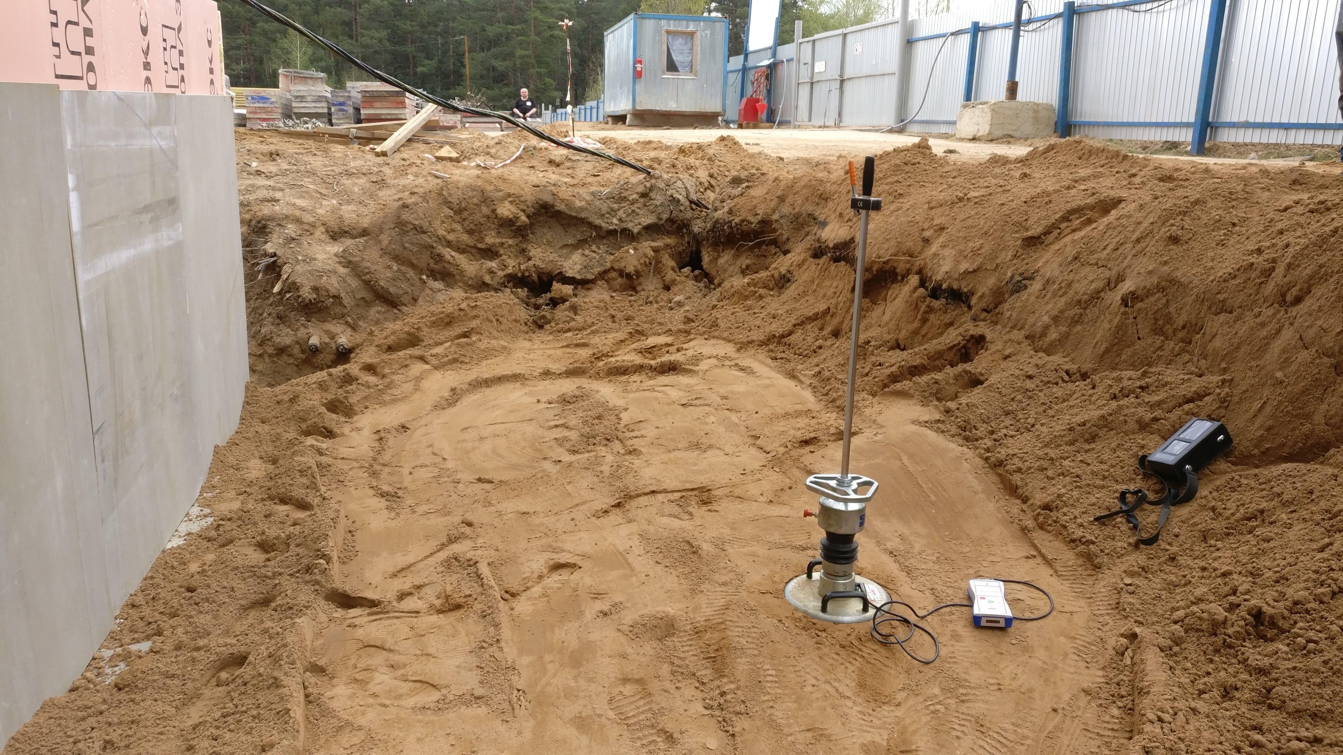 Коэффициент уплотнения песка: при трамбовке, обратной засыпке, строительстве дороги