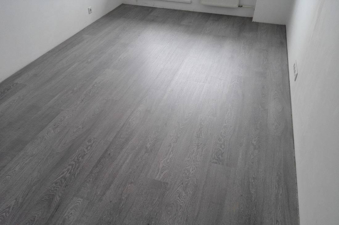 Ламинат или линолеум что лучше: плюсы и минусы этих покрытий, сравнение и отзывы о том, что практичнее выбрать на кухню в квартире или частном доме.