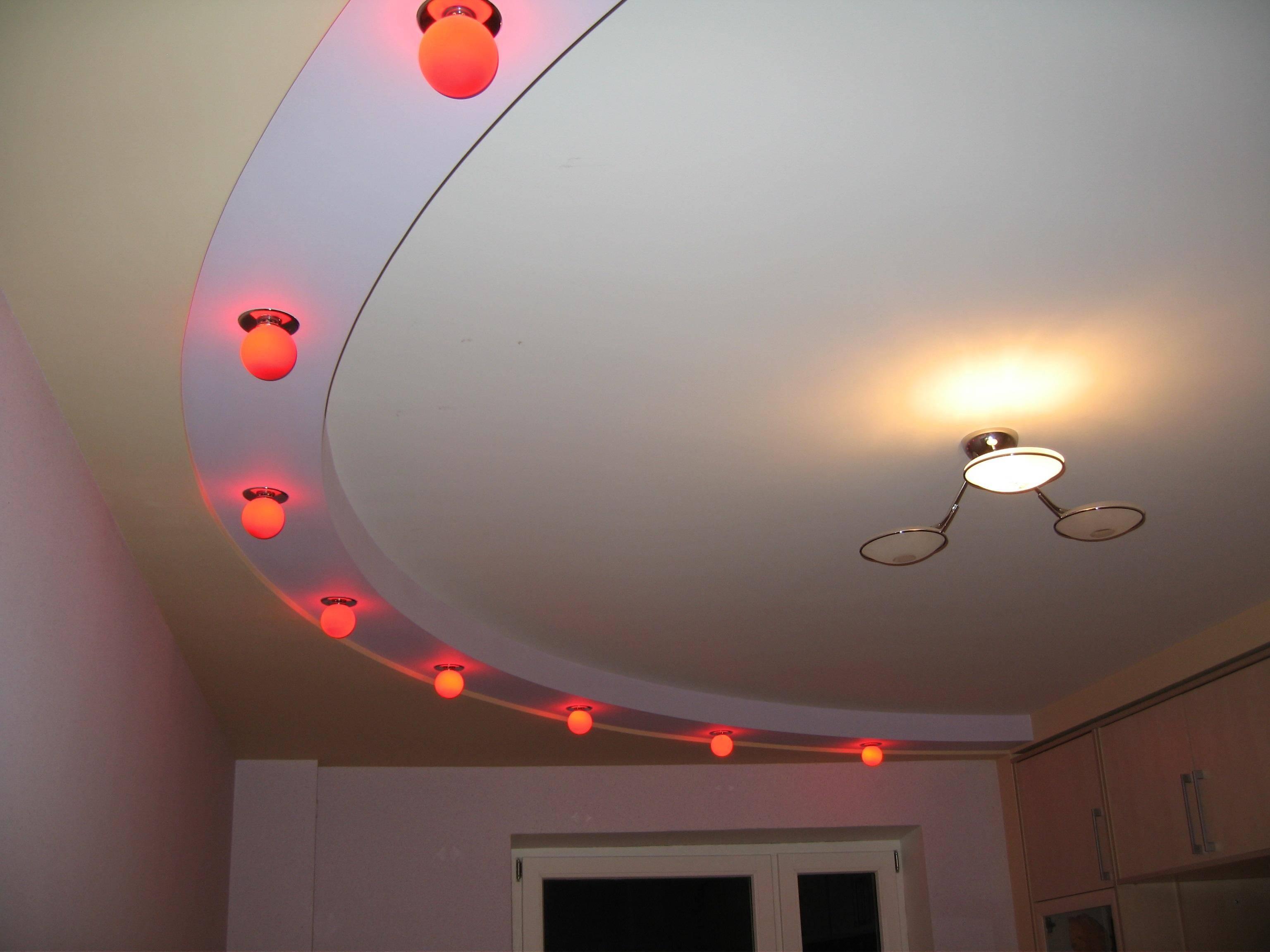 Потолок из гипсокартона в коридоре (53 фото): фигуры на потолках в прихожей. дизайн фигурных двухуровневых потолков с подсветкой