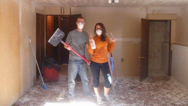 Как смыть побелку с потолка быстро и без грязи + видео