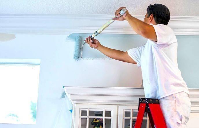 Чем лучше красить потолок кистью или валиком - всё о ремонте потолка