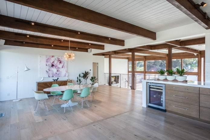 Деревянный потолок с декоративными балками: 165+ (фото) отделки