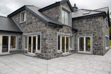 Наклеиваем облицовочную плитку на фундамент и стены частного дома правильно: Пошагово - Обзор
