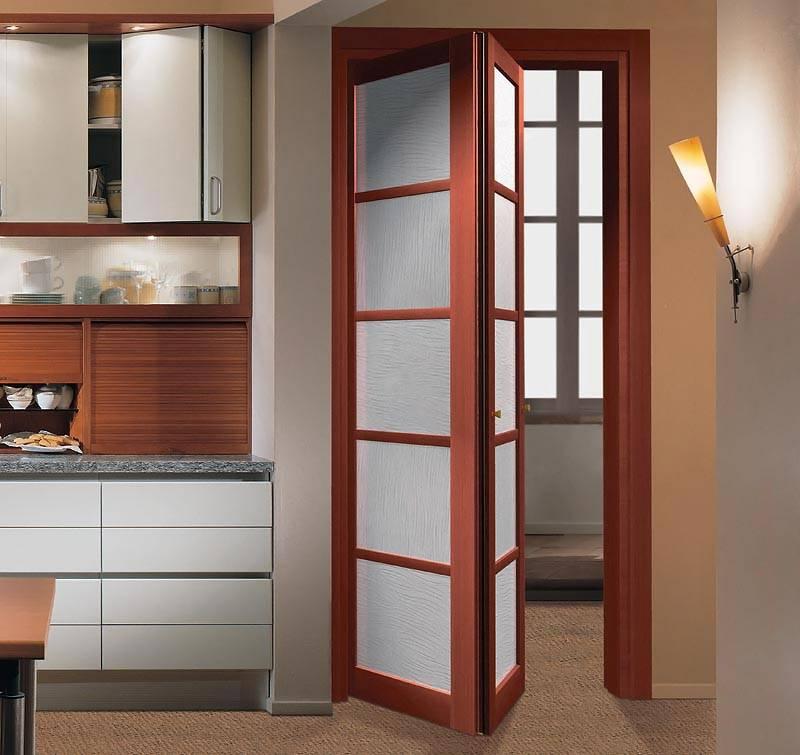 Складывающиеся межкомнатные двери пополам и по секциям, фото в интерьере
