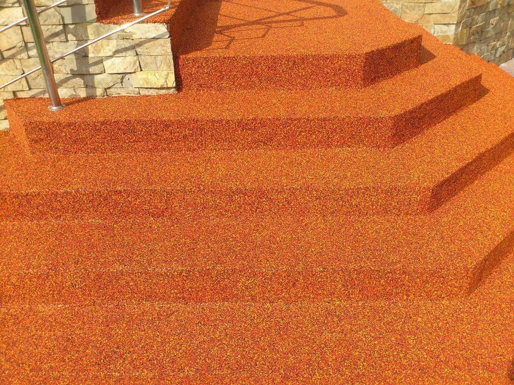 Как выбрать противоскользящие накладки на ступени: виды, установка и особенности