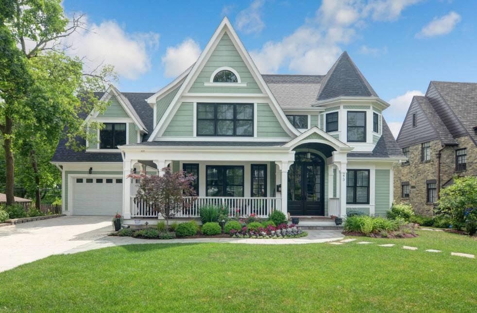 Стили фасадов домов: примеры стилей от модерн до кантри