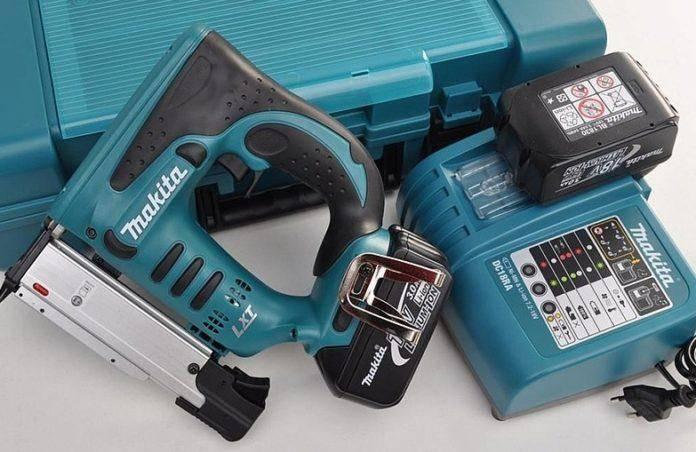 Мебельный степлер: какой лучше, отзывы, как выбрать для домашнего использования
