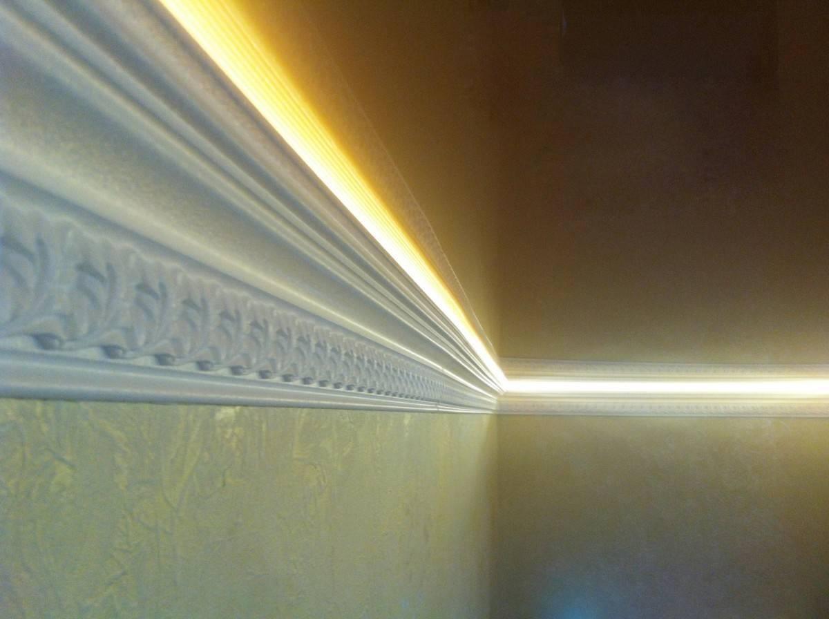 Плинтус для натяжного потолка: виды и фото, щели между потолком и плинтусом, какие лучше, резиновый, какой нужен, видео как выбрать