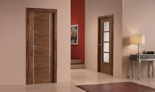 Сочетание дверей и пола в интерьере квартиры (61 фото): как подобрать сочетающиеся между собой декоративные покрытия для стен и напольные изделия в черно-белом цвете