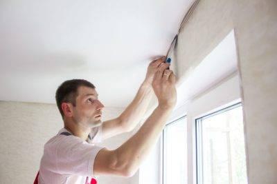 Потолочные карнизы для штор под натяжной потолок: виды, как повесить, какой выбрать, какие лучше, гардины, фото, москва