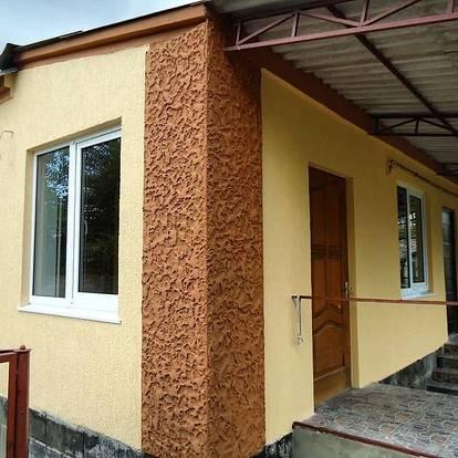 Отделка фасадов частных домов штукатуркой короед, фото вариантов