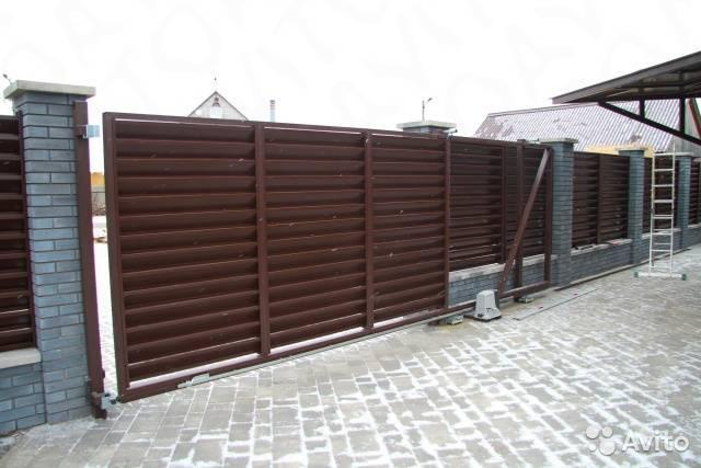 Откатные ворота на винтовых сваях: размеры столбчатого монолитного фундамента в местах установки, отзывы владельцев
