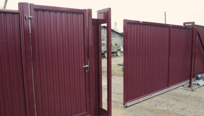 Откатные ворота с калиткой (27 фото): конструкция раздвижных ворот из профнастила, модели из металла со встроенной калиткой внутри