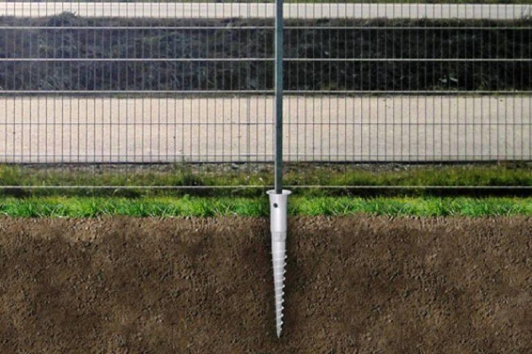 Как построить забор на винтовых сваях