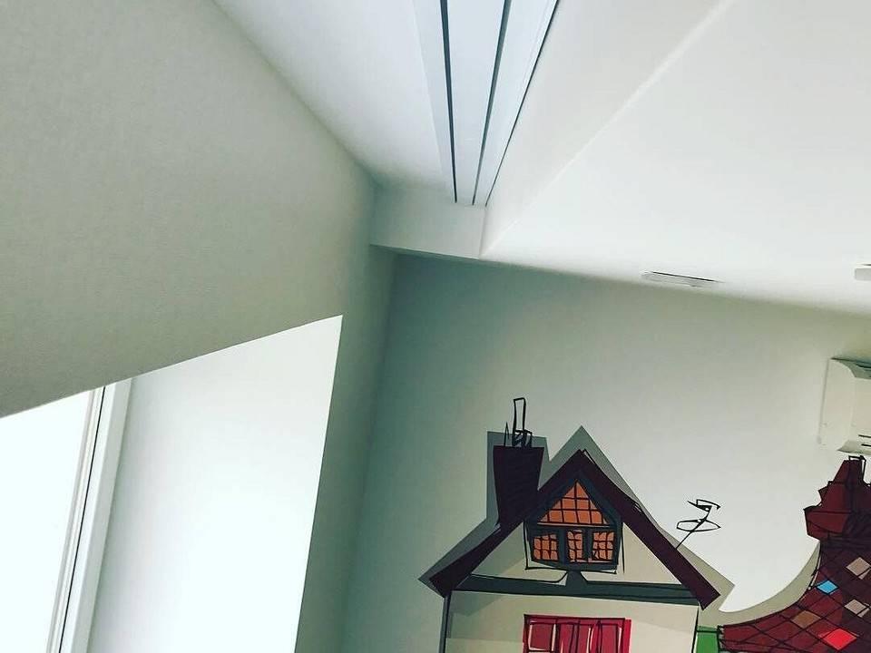 Карниз потолочный под натяжной потолок: виды конструкций и способы их монтажа