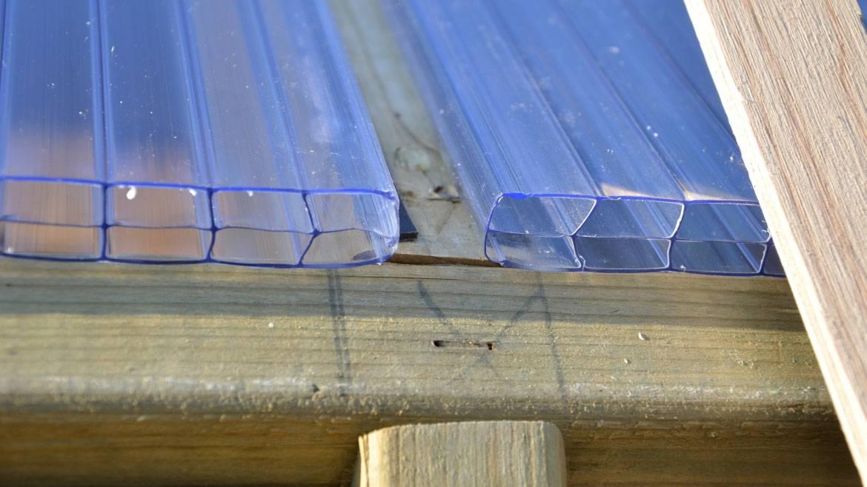 Как крепить поликарбонат правильно - к металлическому, деревянному каркасу и на теплицу