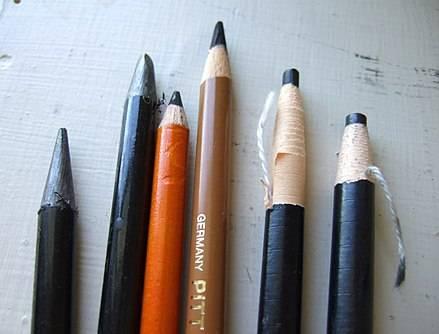 Почему строительный карандаш имеет овальную форму?