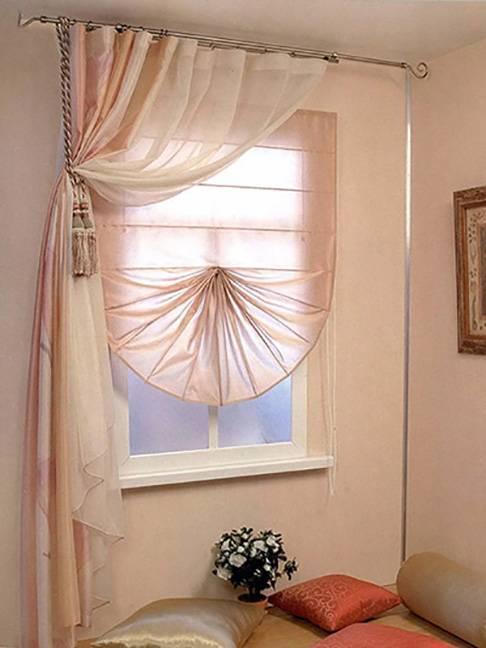 Шторы в кухню-гостиную (49 фото): дизайн штор для кухни, совмещенной с гостиной, с двумя окнами, варианты занавесок для классических и современных кухонь