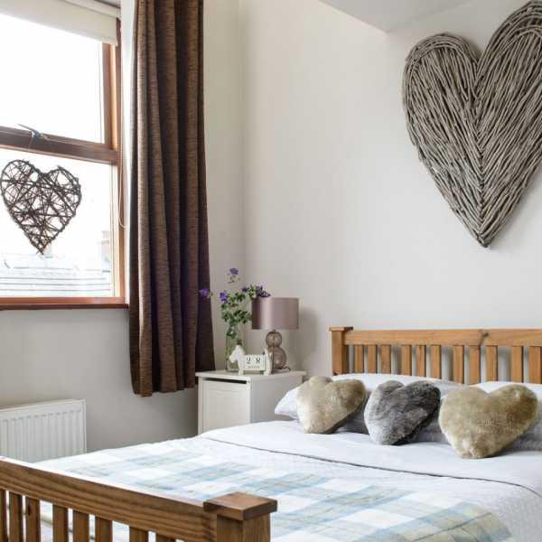 Спальня 8 кв. м. — удачные варианты планировки, современный дизайн + инструкция по визуальному увеличению пространства в маленькой спальне