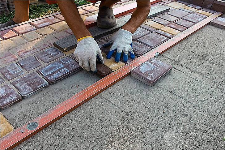 Технология укладки тротуарной плитки своими руками: разбор нюансов