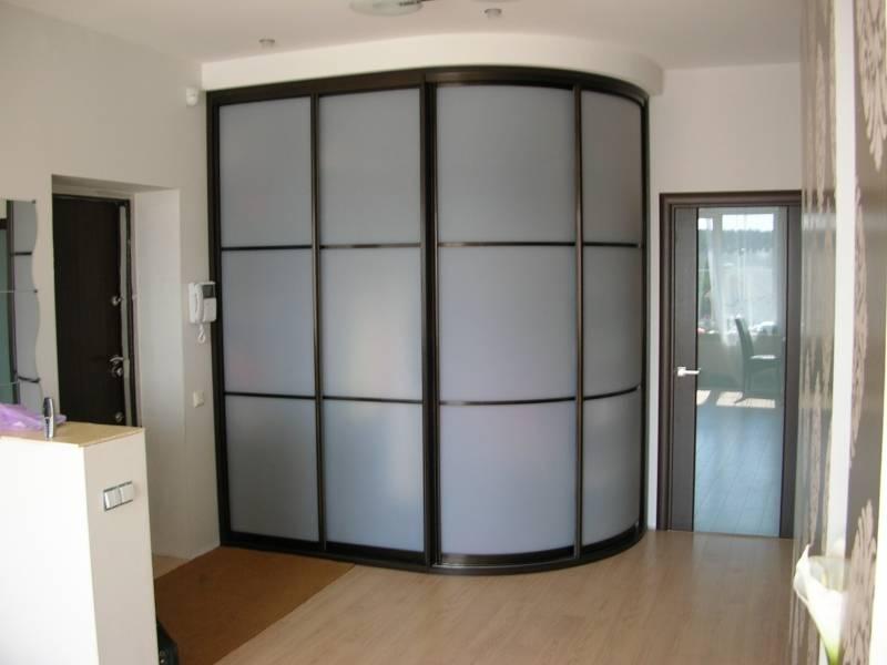 Радиусные шкафы — лучший способ сэкономить пространство (140 фото)