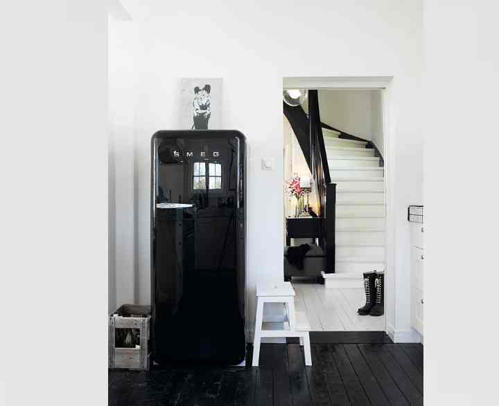 Холодильник в прихожей – плюсы и минусы, фото