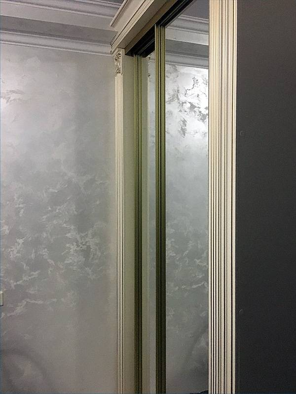Шелковая штукатурка (81 фото): декоративные фактурные покрытия с эффектом мокрого шелка, шелкография в интерьере