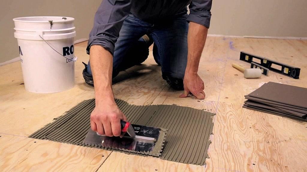 Положить плитку на деревянный пол своими руками - просто!