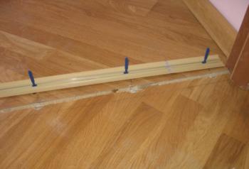 Правила настила линолеума на деревянный пол: технология, важные моменты