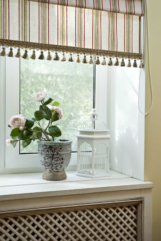 Короткие шторы на кухню (56 фото) в интерьере, идеи дизайна кухонного окна