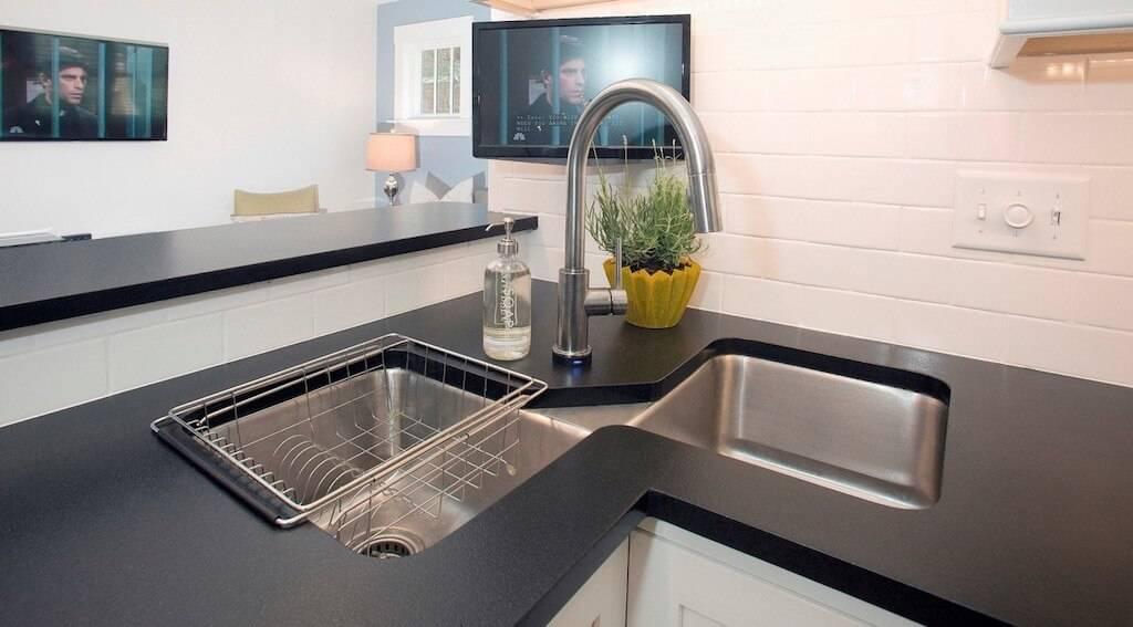 Кухонные мойки из искусственного камня: фото в интерьере, виды, материалы, формы, цвета