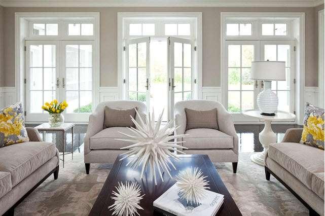 Интерьер гостиной в светлых тонах: дизайн белой комнаты, современный и классический стили