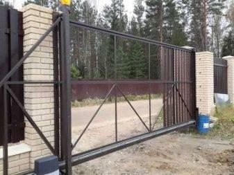 Откатные ворота на винтовых сваях: размер столбчатого монолитного фундамента в местах установки, отзывы