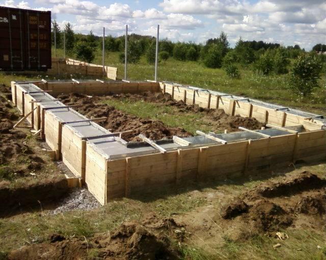 Гараж из шлакоблоков: нюансы организации и ведения строительных работ