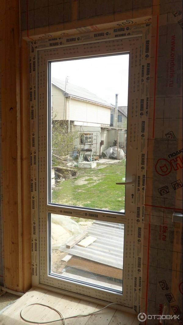 Уличные раздвижные двери: входные стеклянные модели для частного дома, наружные варианты дверей из стеклокомпозита, пластиковые и алюминиевые профили на улицу