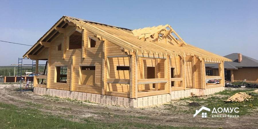 Строительство домов из хвойных пород деревьев. плюсы и минусы разных типов древесины.
