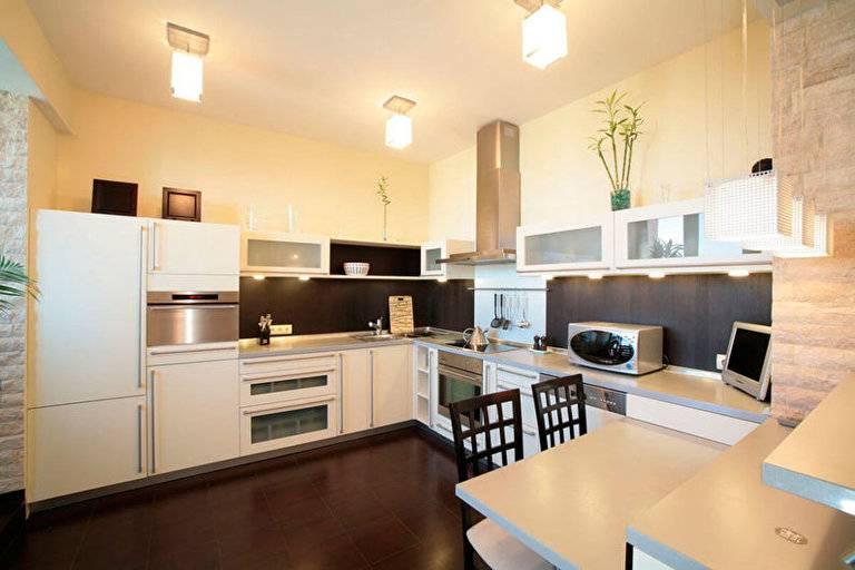 Натяжные потолки на кухне - варианты дизайна и фото-примеры
