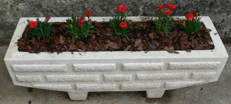 Садовые формы из бетона: декоративные урны и вазоны для цветов