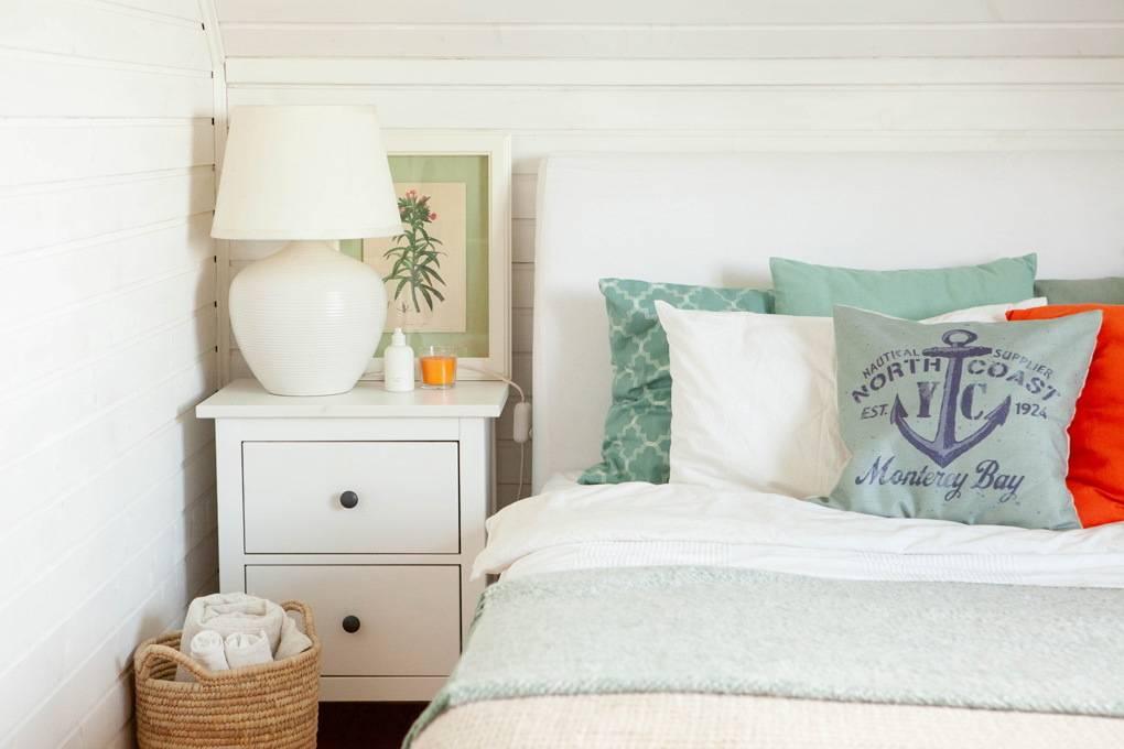 Спальня в морском стиле (39 фото): дизайн в интерьере, как сделать своими руками