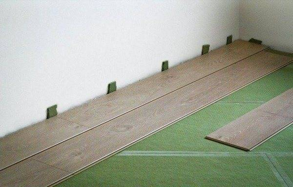 Способы укладки ламината своими руками и пошаговая инструкция