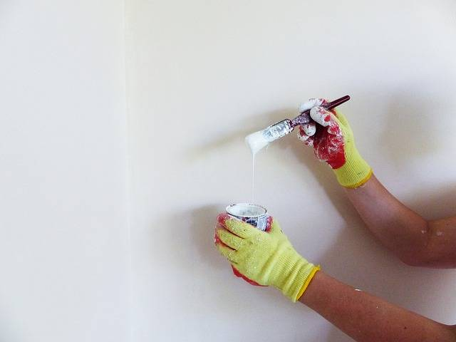 Глянцевая краска для потолка - преимущества