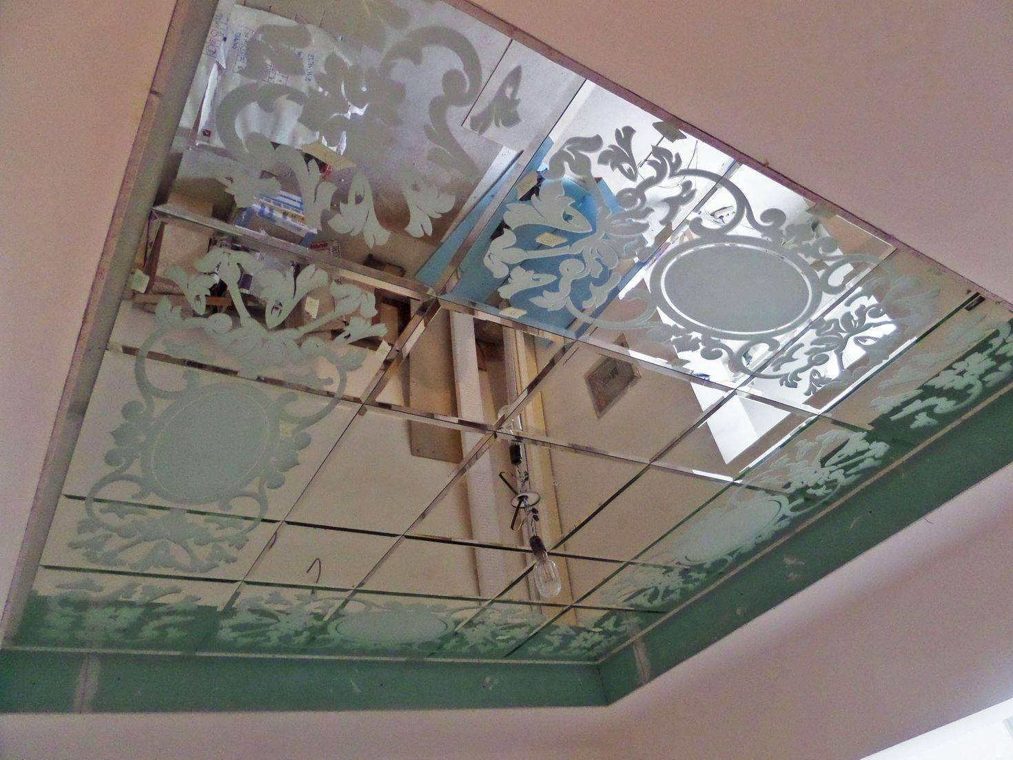Магия зеркального потолка – стоит ли использовать в интерьере?