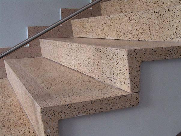 Красивая отделка бетонных лестниц для особняков и коттеджей