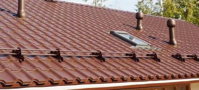 Как установить снегозадержатели на крышу из металлочерепицы — фото, пошаговое видео