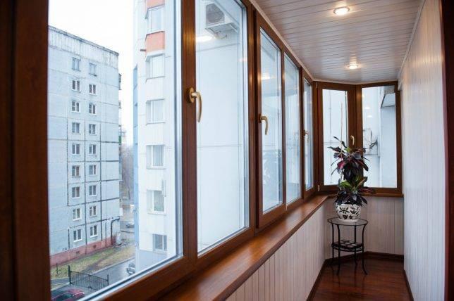 Чем отделать стены на балконе