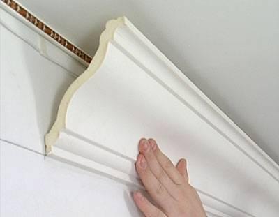 Потолочный плинтус для натяжных потолков: виды